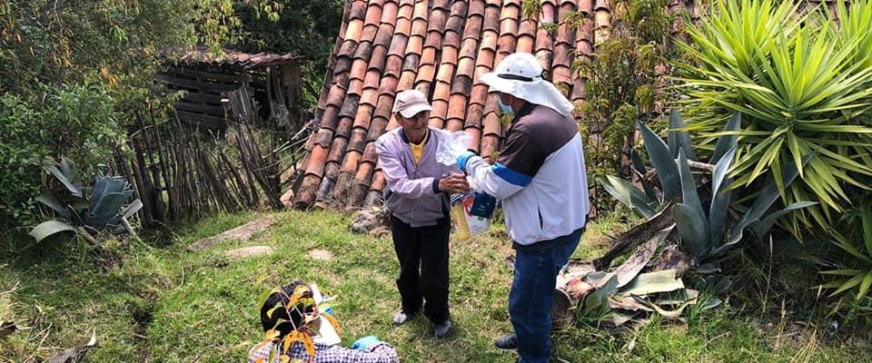 EL GAD PARROQUIAL CULMINARON CON LA ENTREGA DE KITS ALIMENTICIOS A LAS PERSONAS MAS NECESITADAS DE LA PARROQUIA.